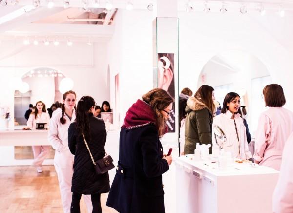 b7e28aa2bbbd21 Imaginez le magasin idéal où le parcours d'achat devient le territoire de  l'expérience client. Ce dernier est au ...